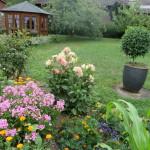 Garten vor dem Haus mit Pavillon